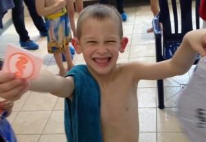 Даниель научился плавать:)